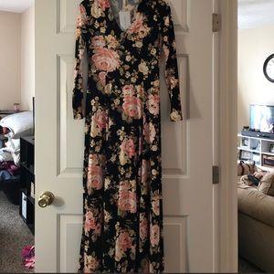 Dresses & Skirts - Floral long sleeve maxi dress.